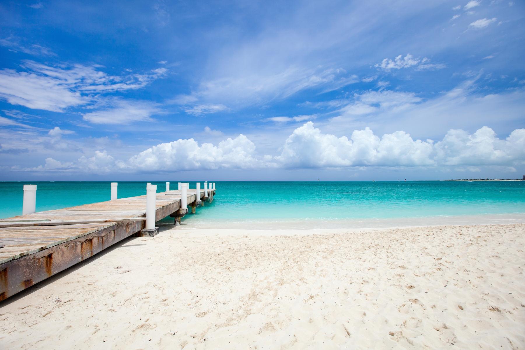 Самый красивый пляж в мире: Грейс-Бэй, остров Провиденсиалес. Тёркс и Кайкос, Британская заморская территория