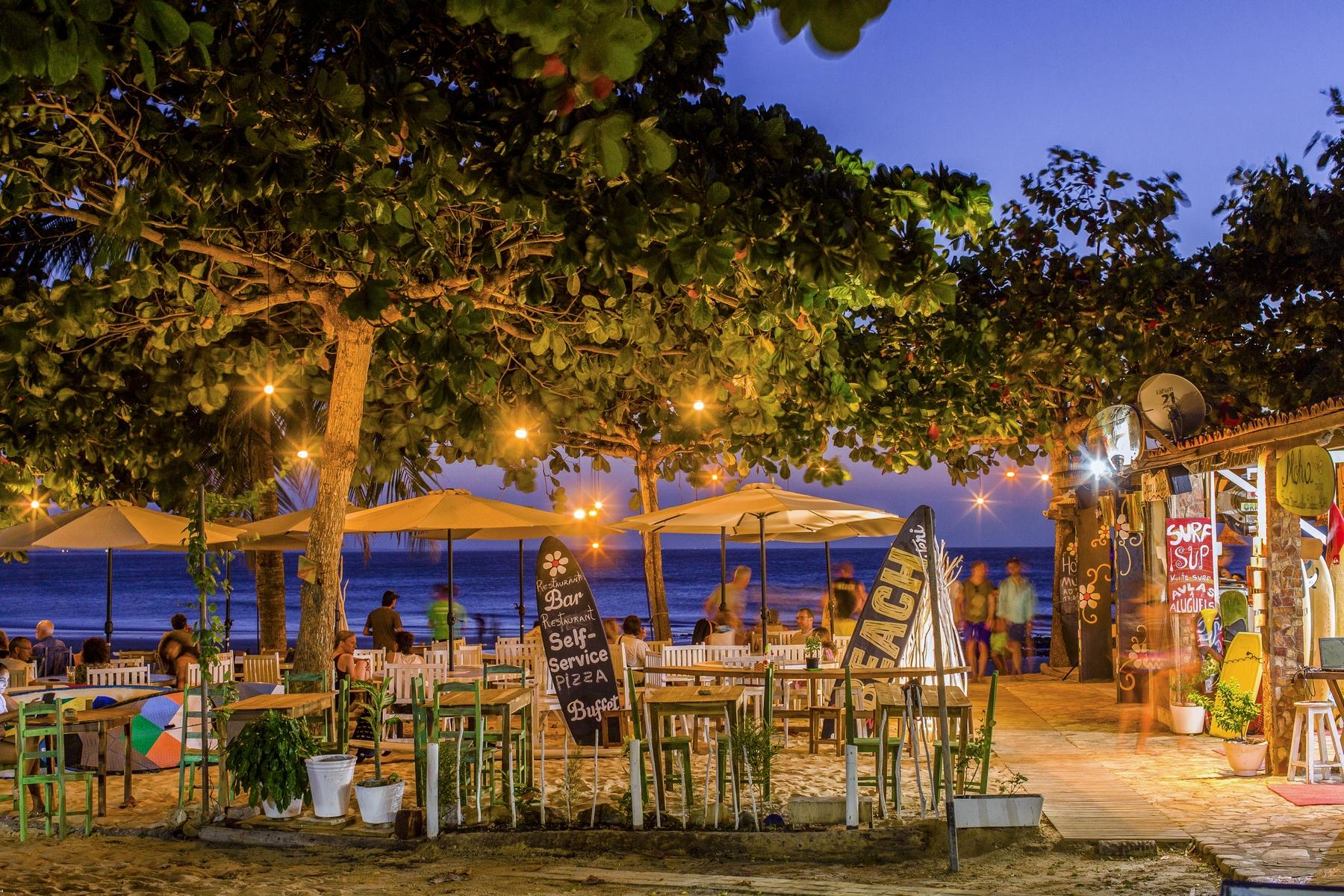 Vila de Jericoacoara à noite - um dos vilarejos de praia mais bonitos do Brasil
