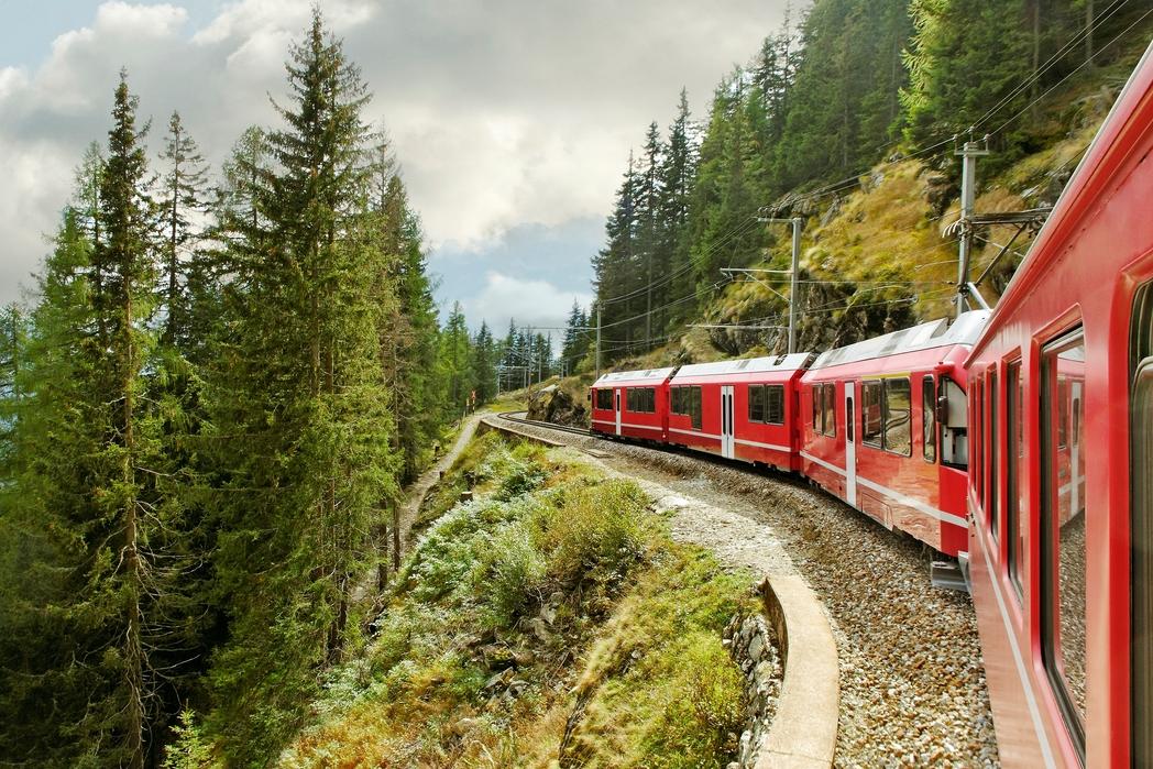 Ταξίδι με τρένο από το Σεν Μόριτζ στο Τιράνο της Ελβετίας