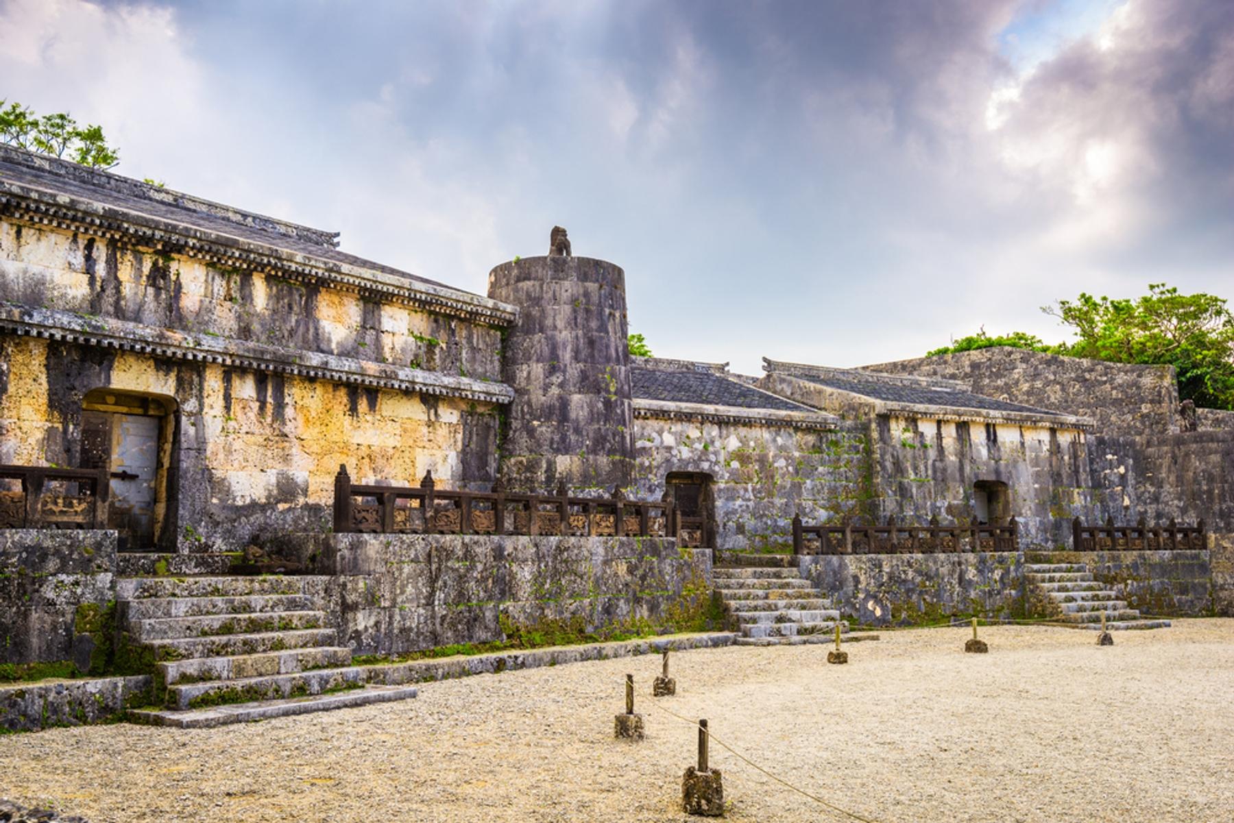 沖縄県 首里城から徒歩数分の場所にある琉球王朝の王族が葬られている玉陵