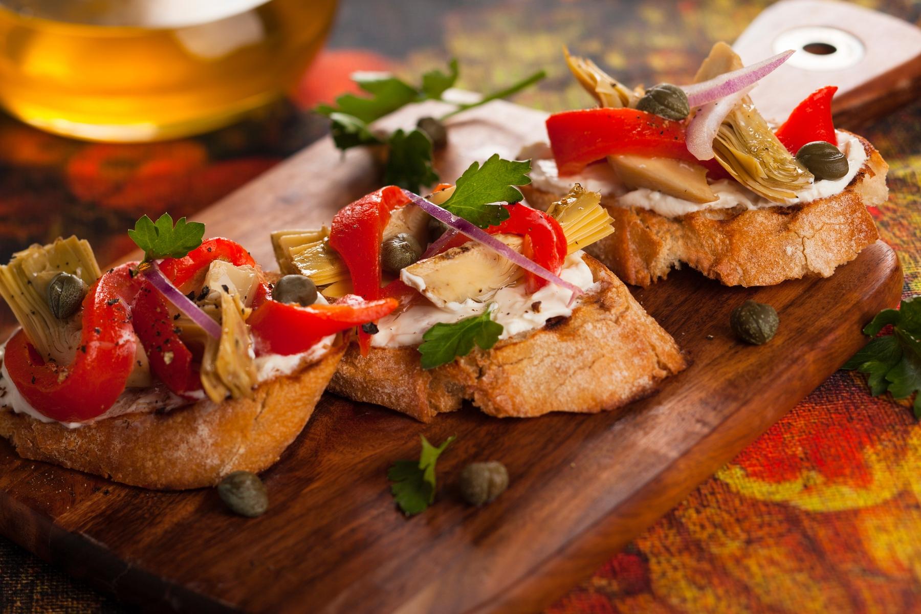 Каталонские закуски из баклажанов с красным перцем
