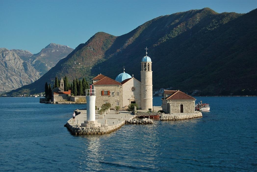 Η Παναγία των Βράχων από το Πέραστ, στο Μαυροβούνιο.