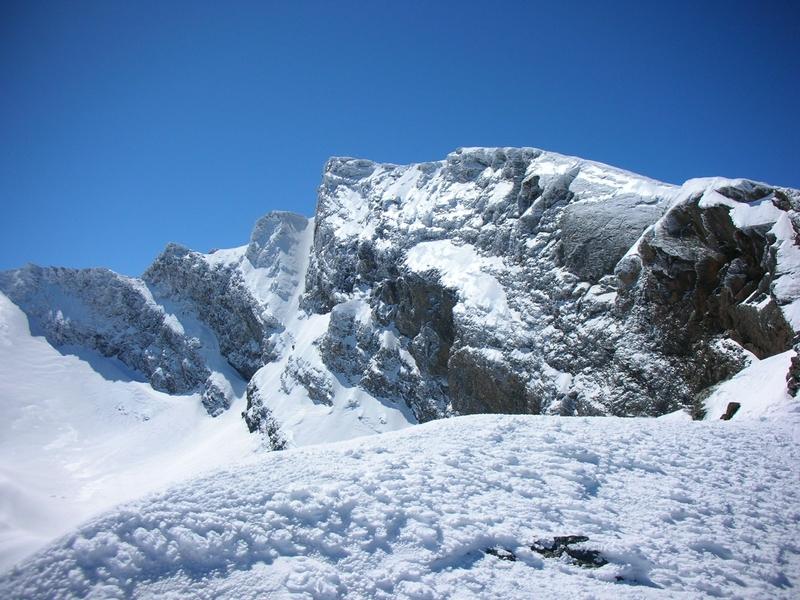 montañas nevadas y glaciar