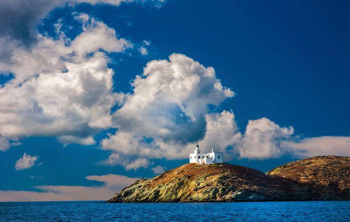 Εικόνα του Αιγαίου, θάλασσα και εκκλησάκι