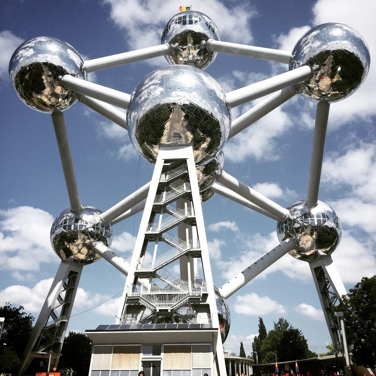 Атомиум в Брюсселе.