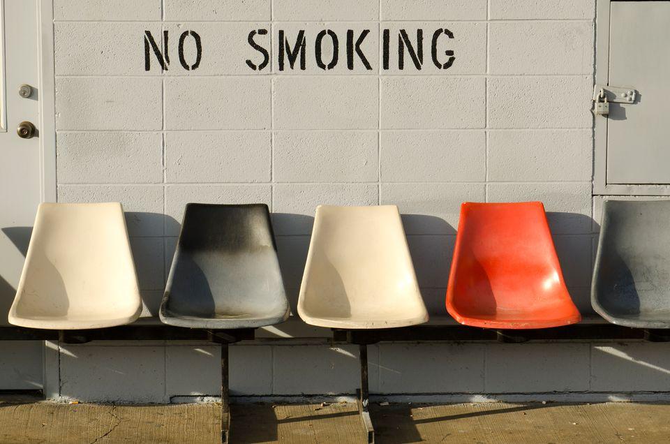 Запрещающий знак в аэропорту