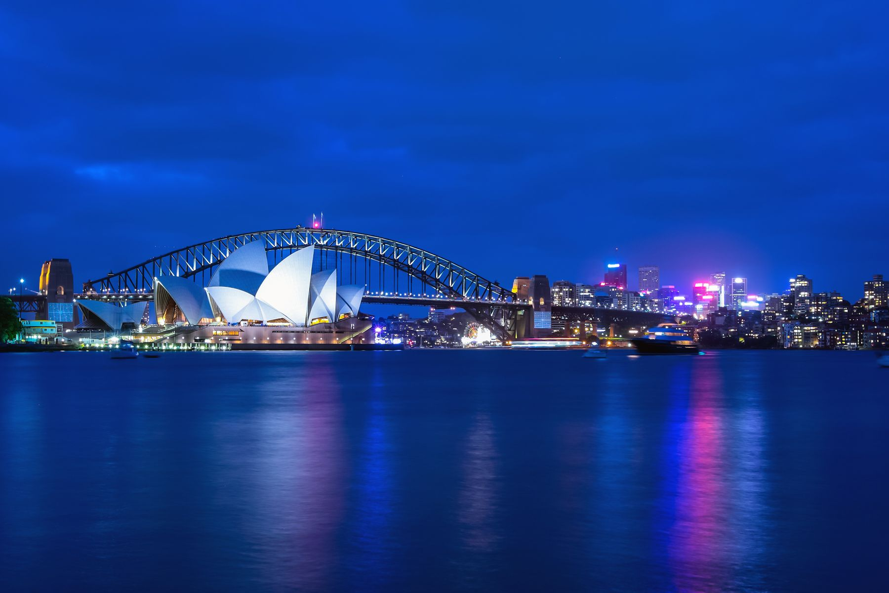ivew of Sydney opera house at night