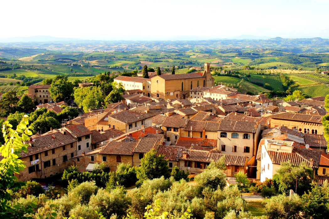 To γραφικό Σαν Τζιμινιάνο είναι απ' τους προορισμούς που πρέπει να επισκεφτείτε σ' ένα ταξίδι στην Ιταλία