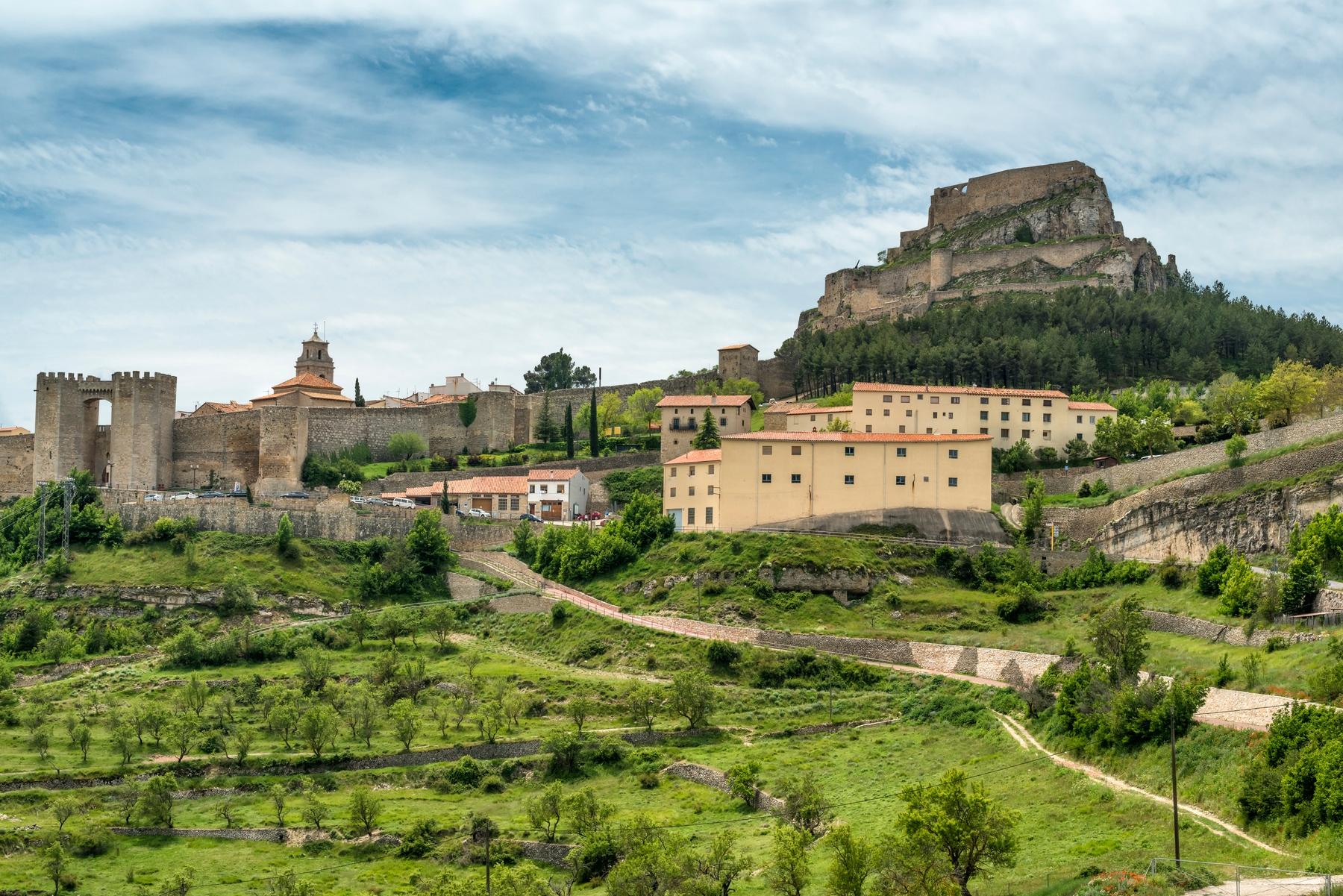 Morella, encaramada en lo alto de un cerro, es uno de los pueblos más bonitos de España