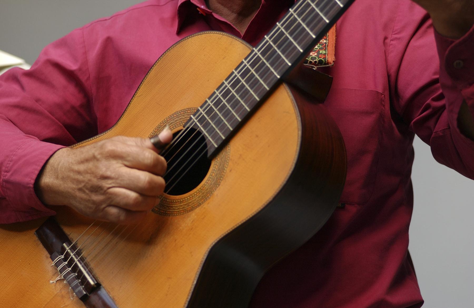 Para aprenderlo todo sobre la guitarra es fundamental una visita a La Casa de la Guitarra