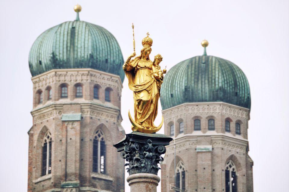 Άγαλμα στην κορυφή της εκκλησίας Frauenkirche - ταξίδι στο Μόναχο