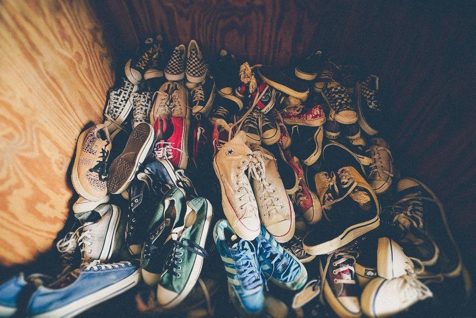 Δεν χρειάζεται να πακετάρετε πολλά ζευγάρια παπούτσια στη βαλίτσα των διακοπών