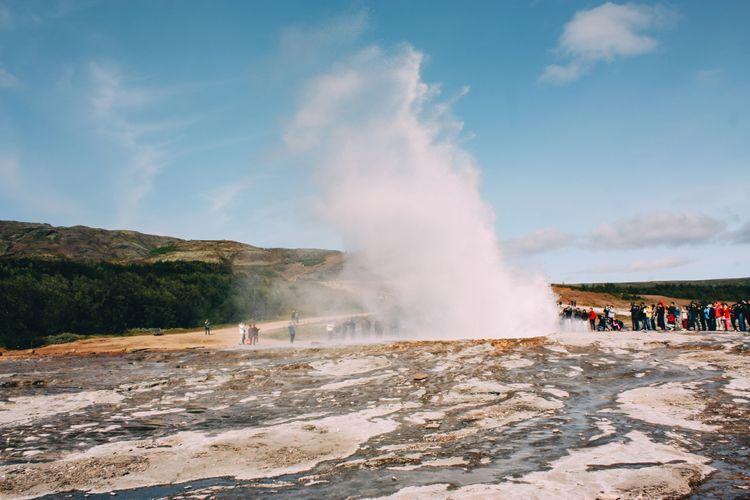 Geyser erupts in Iceland