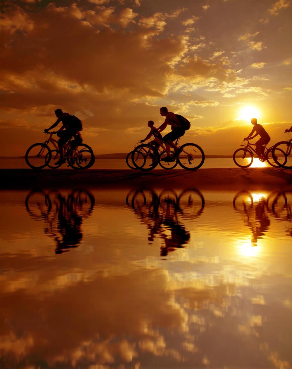 Ποδήλατο στο ηλιοβασίλεμα.