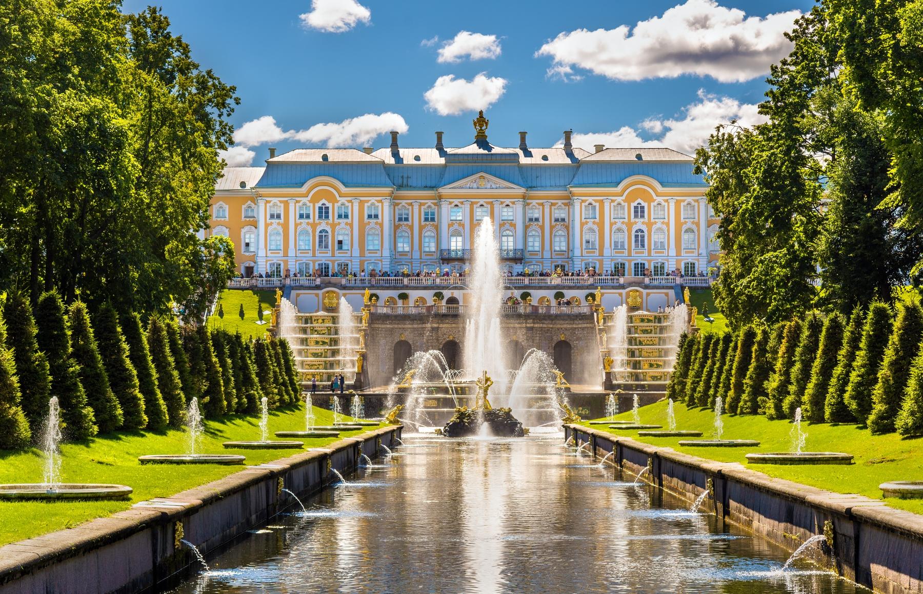 Большой дворец в Петергофе — один из самых красивых дворцов в России