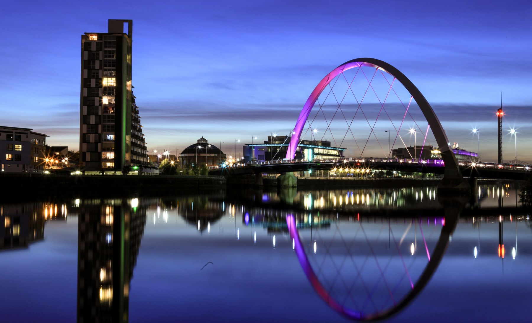 Picture shows the skyline of Glasgow by night.
