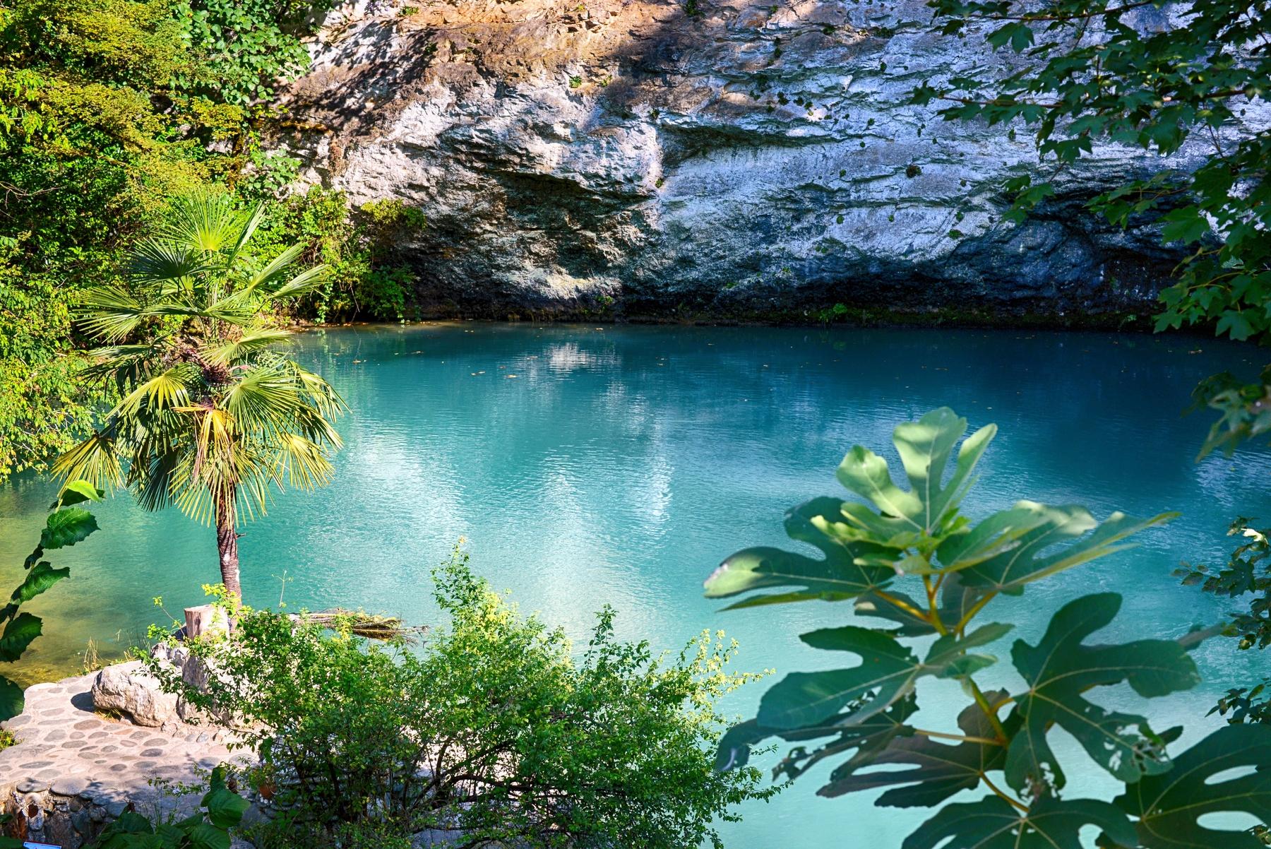Что посмотреть в Абхазии. Голубое озеро