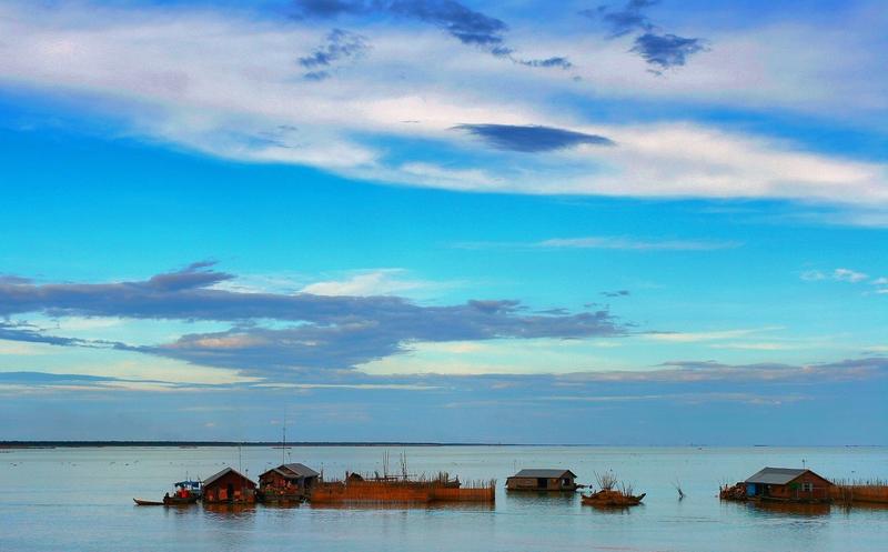 Σπίτια μέσα στο νερό στην Καμπότζη