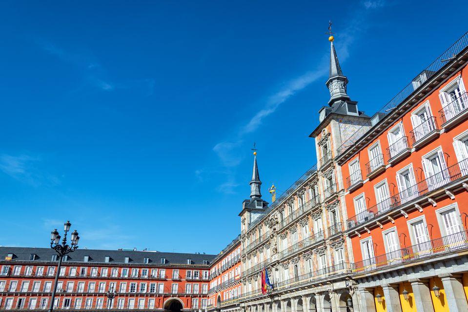 Η εντυπωσιακή Πλάθα Μαγιόρ είναι απ' τα πιο δημκοφιλή αξιοθέατα της Μαδρίτης