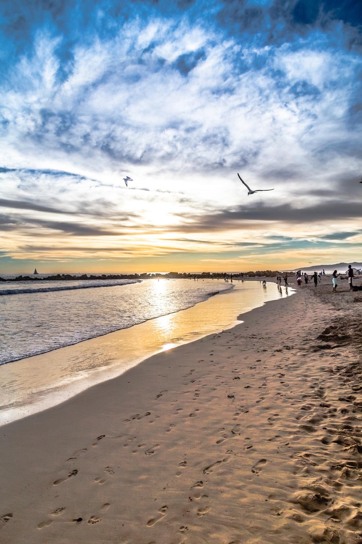 Hidden gems of California: sunset at the beach