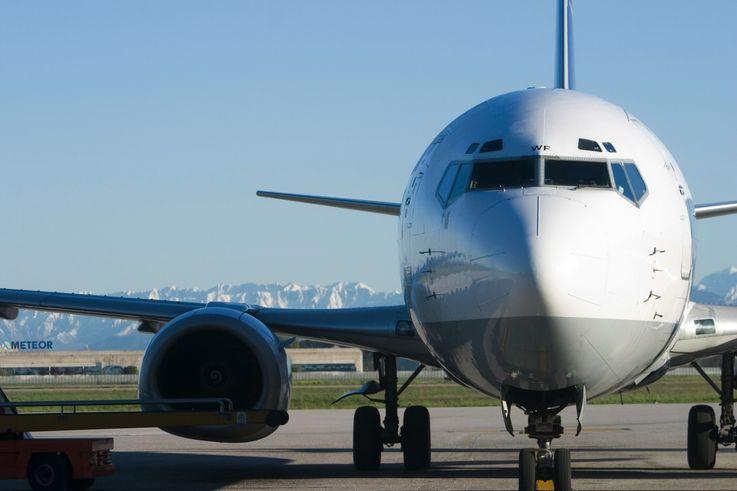 Viajar con millas: Avión listo para el despegue