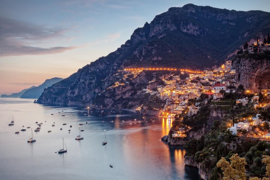 To Positano το ηλιοβασίλεμα - πού να πάτε ταξίδι στην Ιταλία