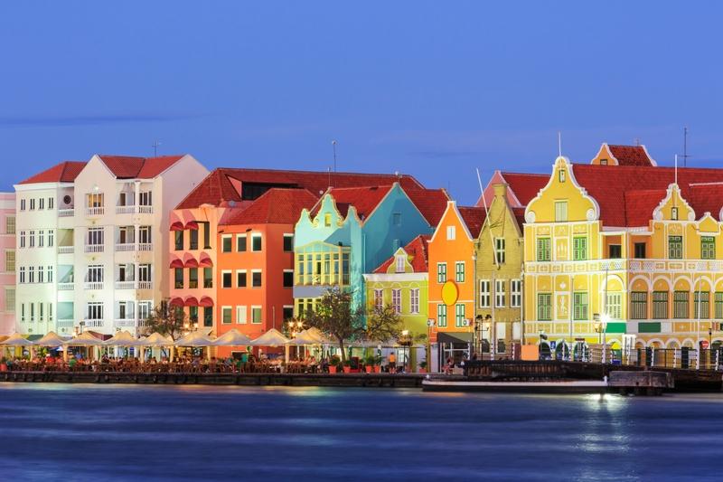 Clique na foto para encontrar as passagens aéreas mais baratas para Curaçao!