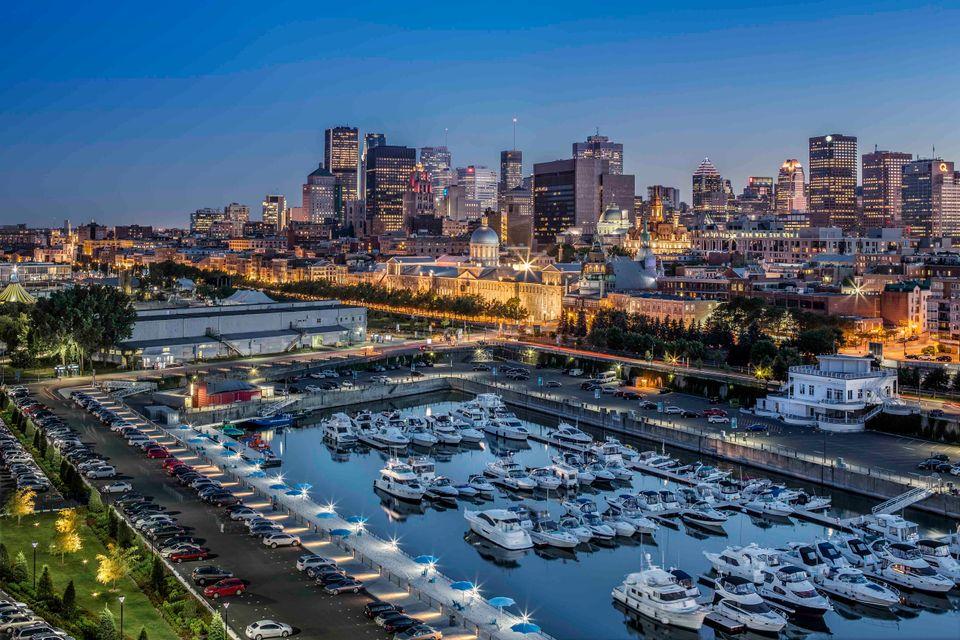 Warto szukać opcji na tanie loty do Kanady. Widok na port w Montrealu