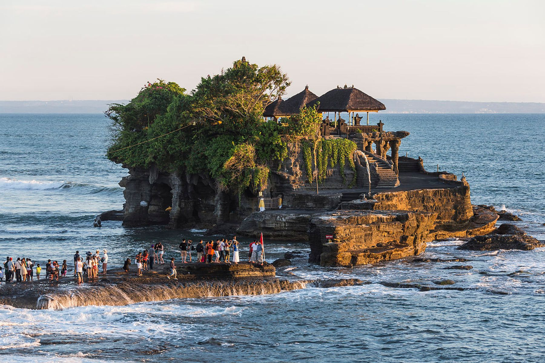 Храм Пура Танах Лот на Бали, Индонезия