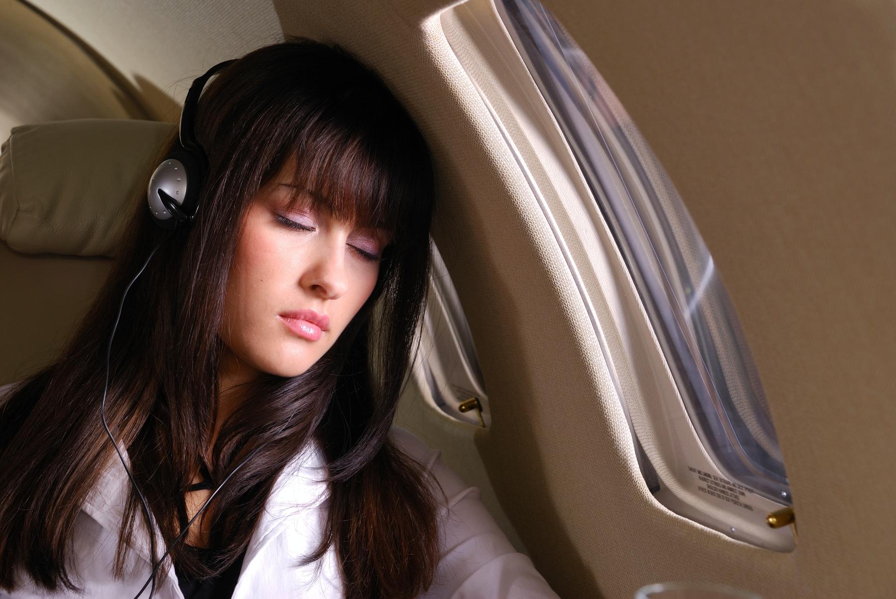 Comfortabel en veilig vliegen: Slapen in het vliegtuig