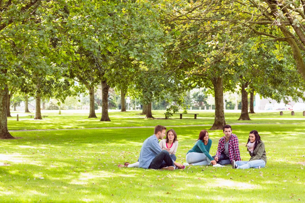 Best things to do in Dublin - Friends relaxing in St Stephen's Green