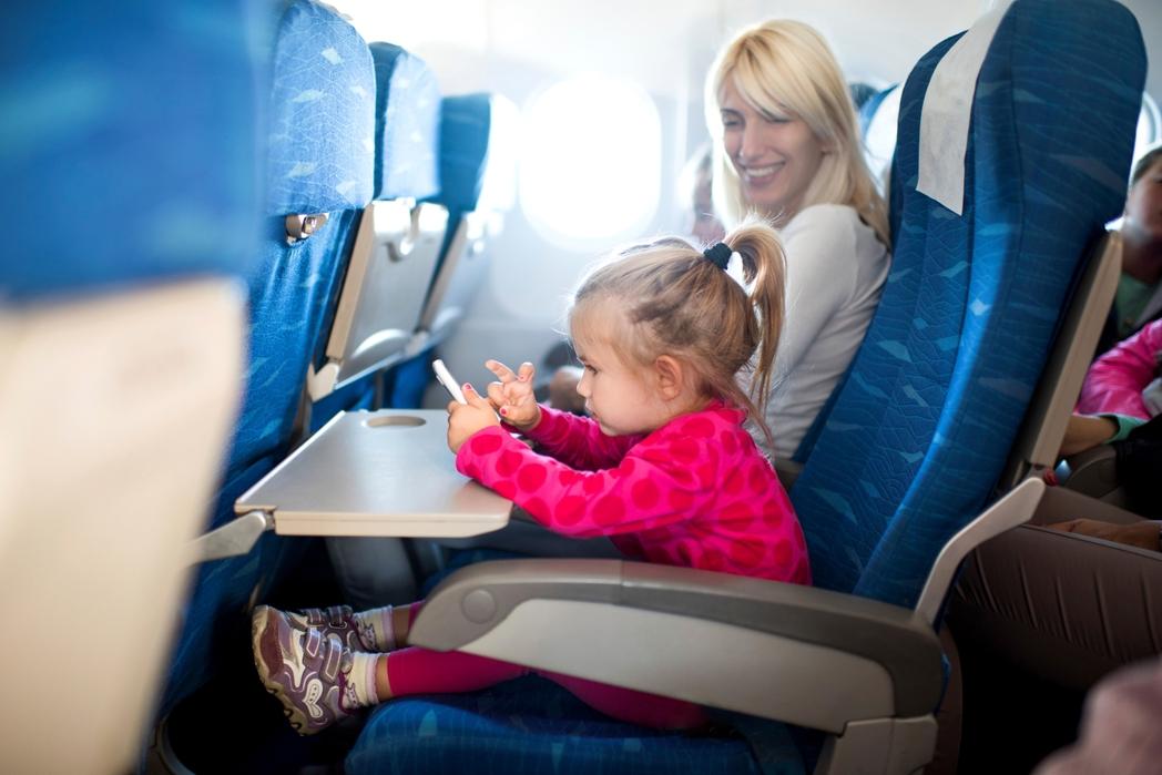 Ταξίδι με παιδιά στο αεροπλάνο - συμβουλές για φθηνές διακοπές με παιδιά