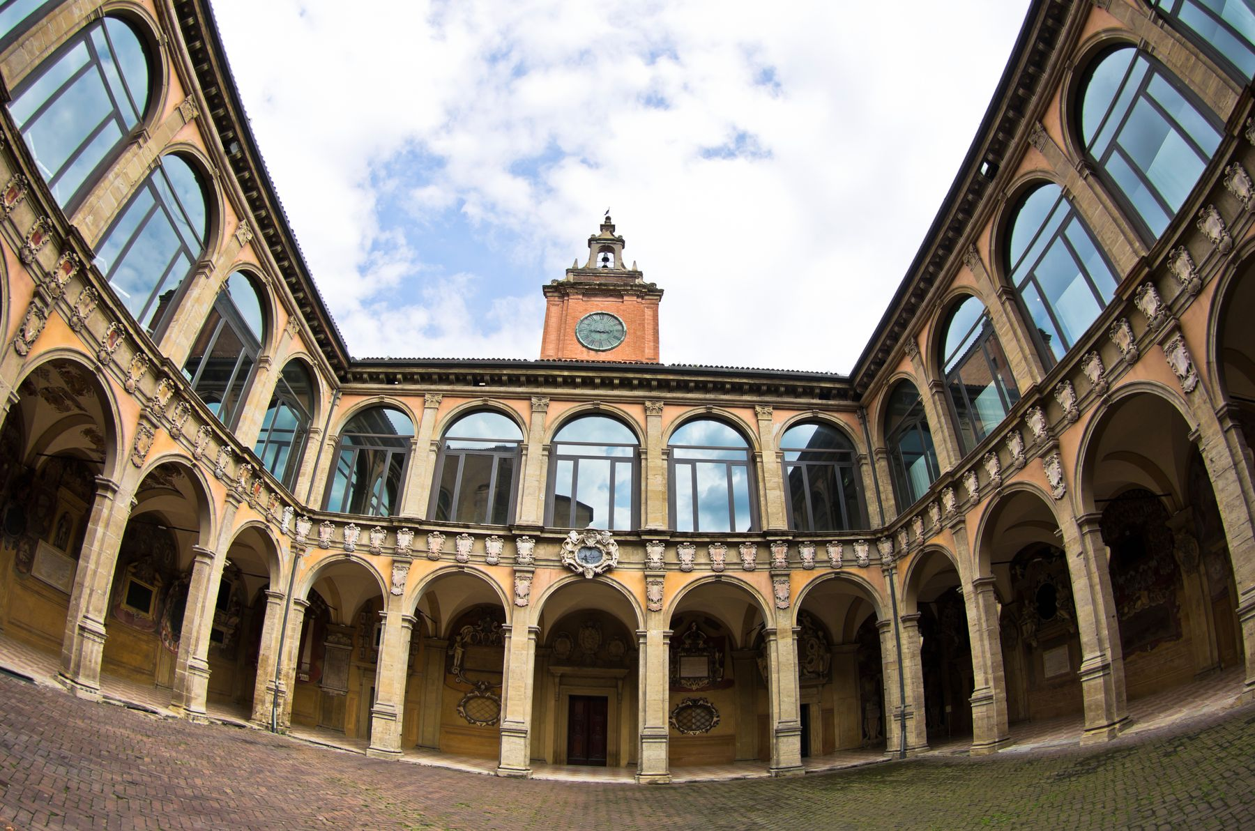 Архигимназия — старейший корпус Болонского университета.