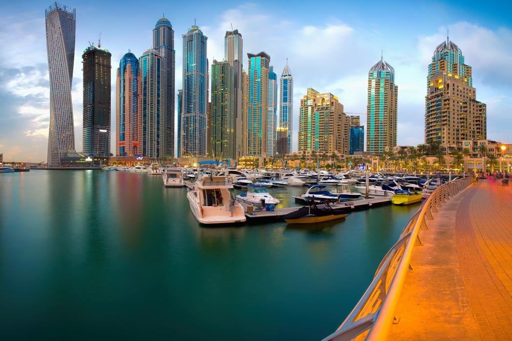 Oυρανοξύστες στο Ντουμπάι το ηλιοβασίλεμα