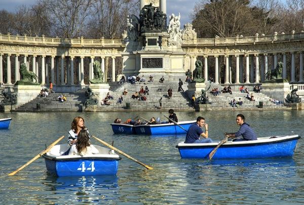 Zwiedzanie Madrytu nie może odbyć się bez wizyty w kultowym Retiro.