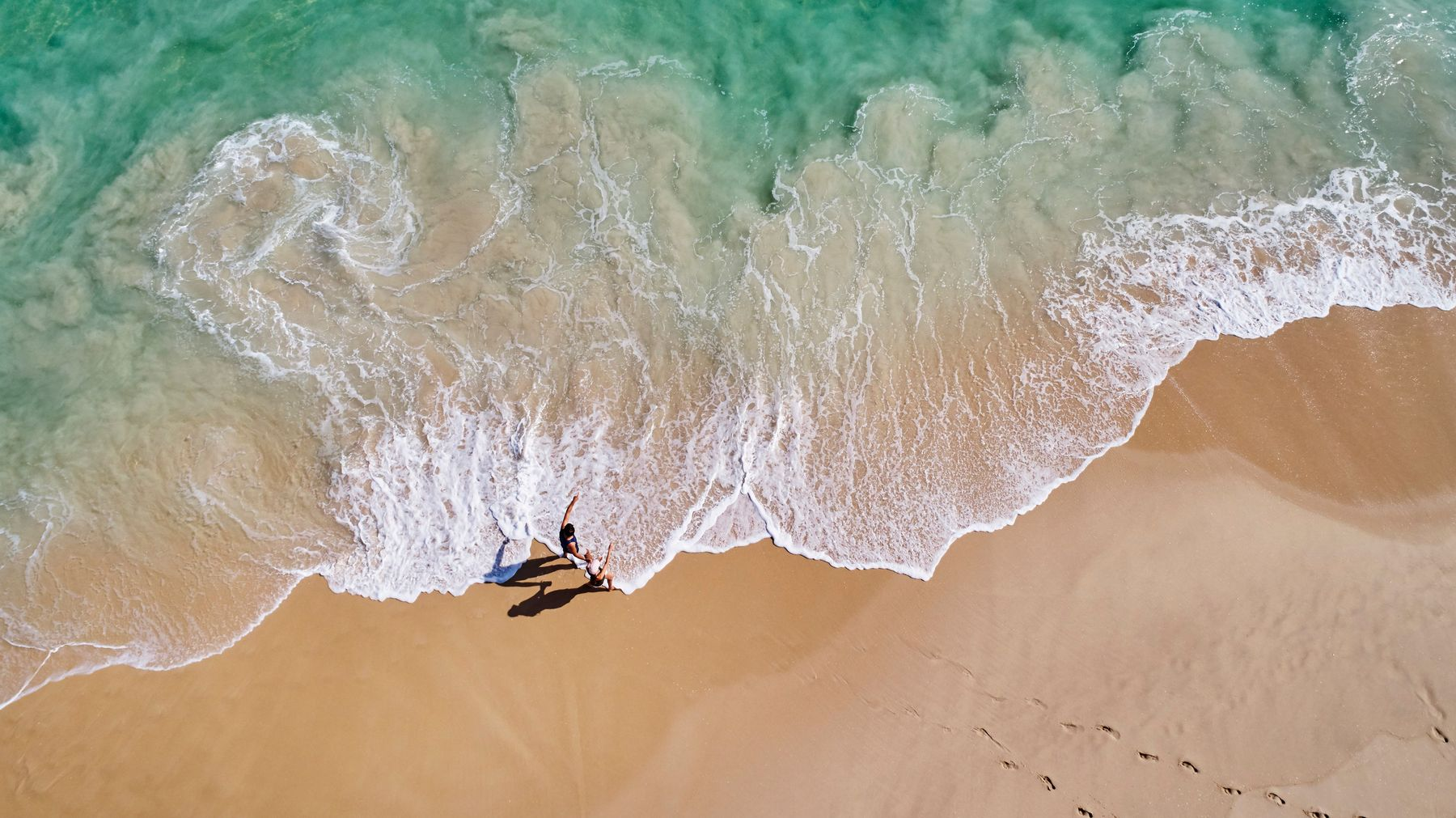 Уединенные места для путешествий и удаленные пляжи России