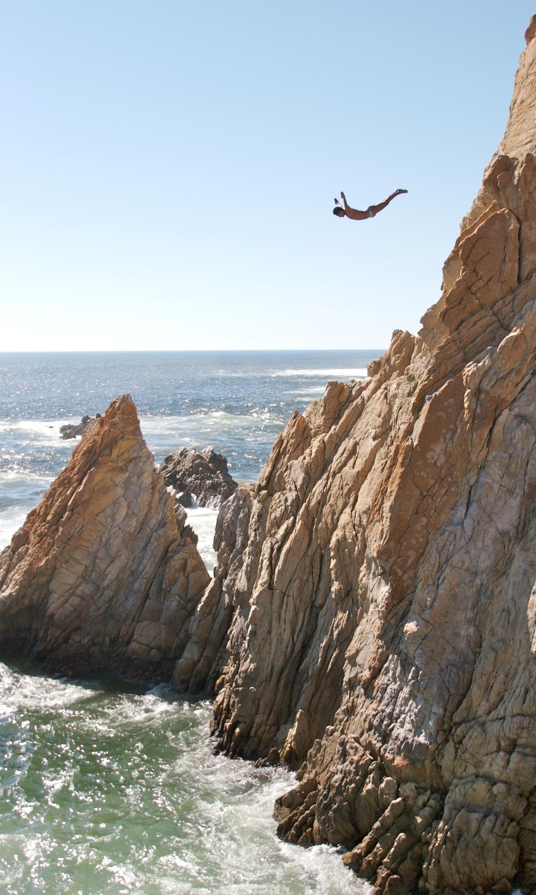 Abenteuer pur: Cliff-Jumping in Spanien oder Griechenland