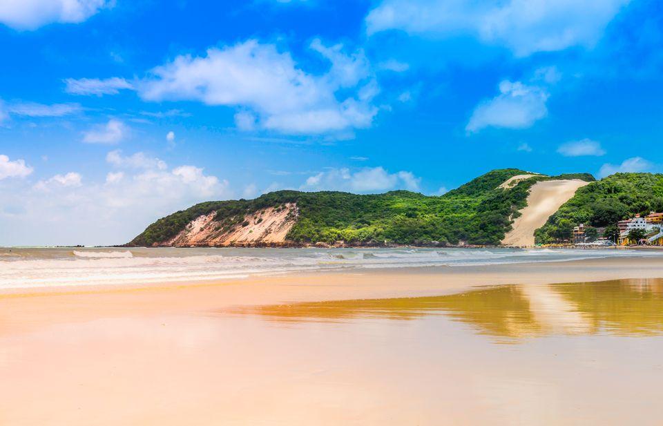 Na takiej plaży docenisz tanie loty do Brazylii