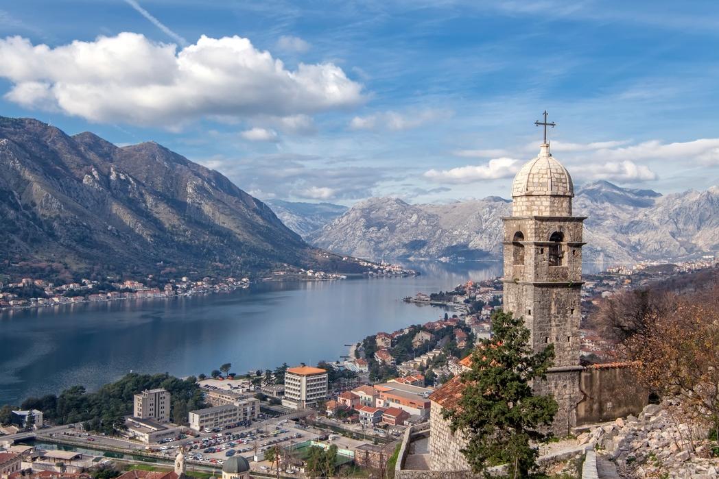 Η πόλη Κότορ στο Μαυροβούνιο από ψηλά.