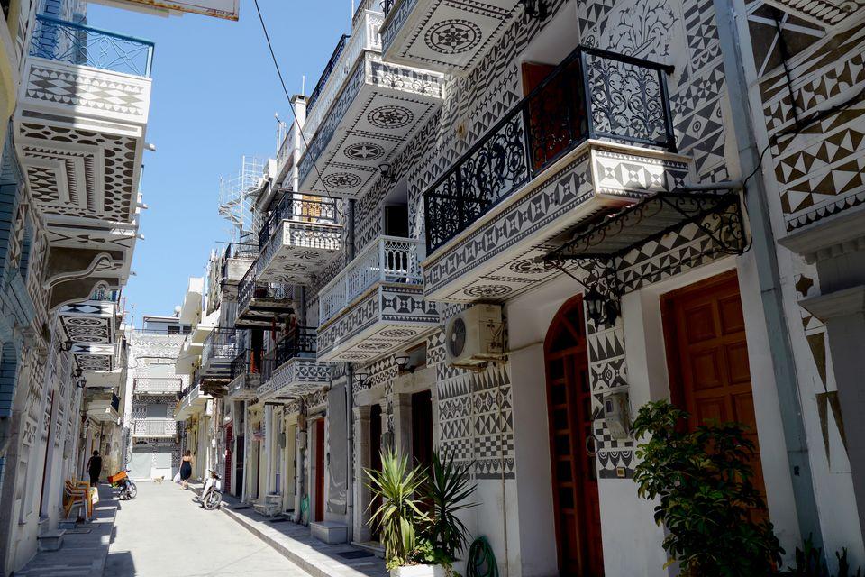 """Σπίτια με τα χαρακτηριστικά """"ξυστά"""" στο Πυργί - τα Μαστιχοχώρια είναι απ' τα τοπ αξιοθέατα σ' ένα ταξίδι στη Χίο"""