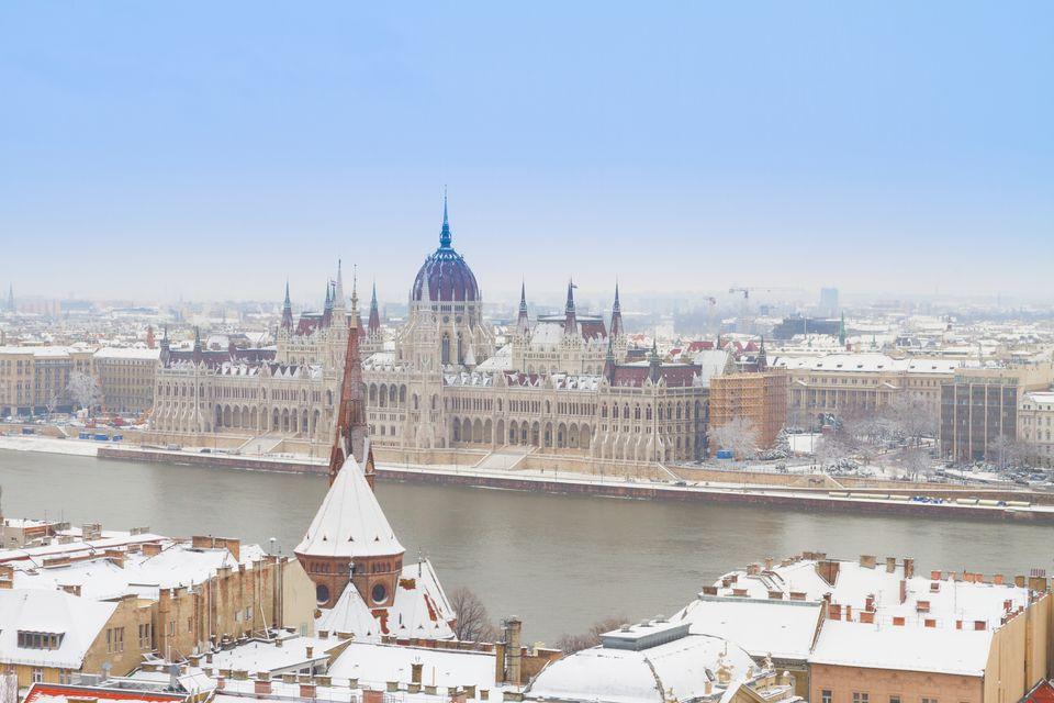 Χιονισμένη Βουδαπέστη από ψηλά - oι καλύτεροι χειμερινοί προορισμοί στην Ευρώπη