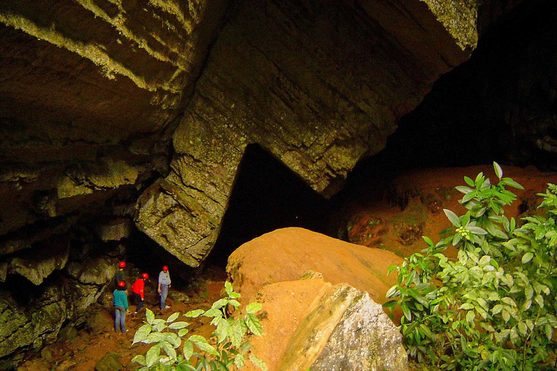 Caverna no PETAR, um dos destinos para passar as férias de julho no Brasil.