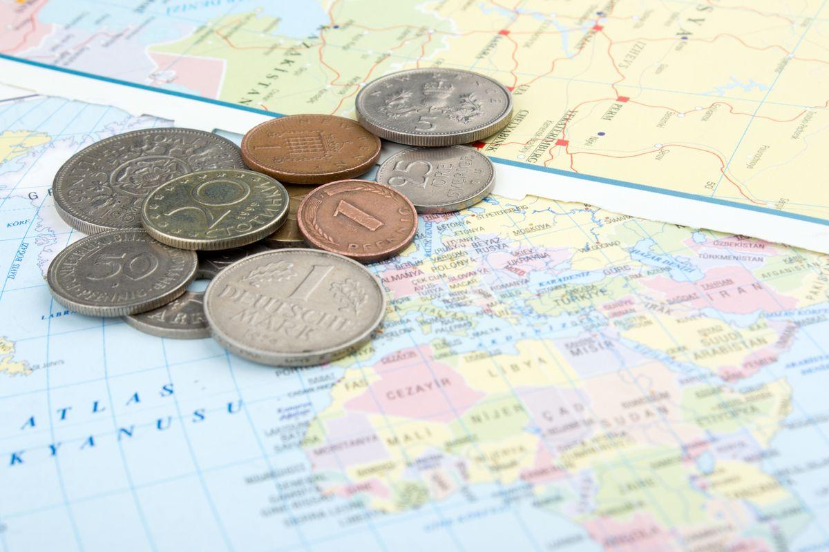 Como comprar dólar e dicas para trocar dinheiro   Skyscanner Brasil