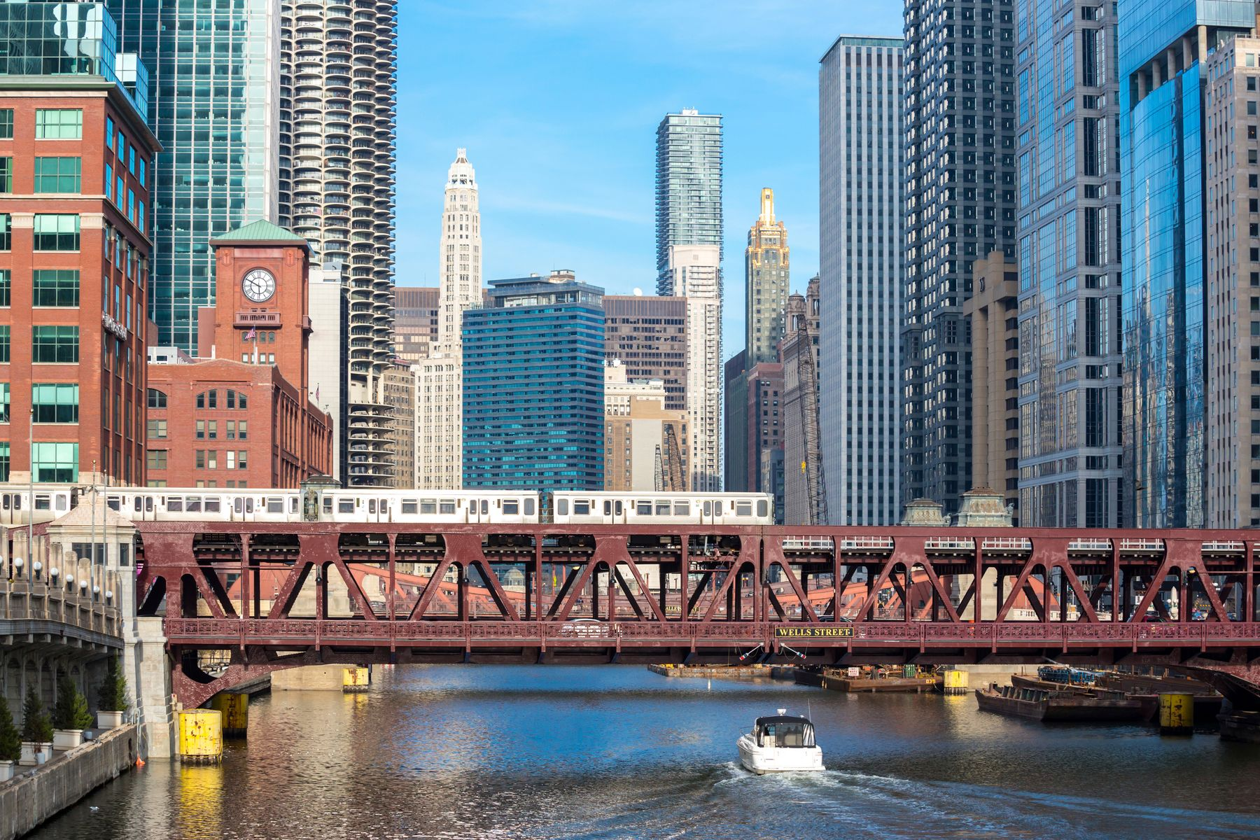 train moving through downtown Chicago