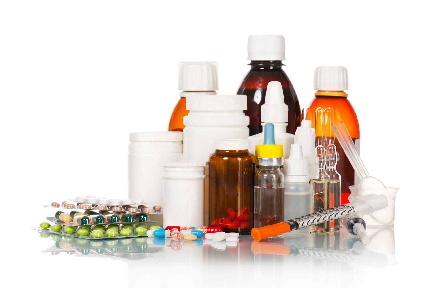 患有特殊疾病的旅客需要隨身攜帶液體藥品上飛機,需要向機場安檢人員出示醫學證明。
