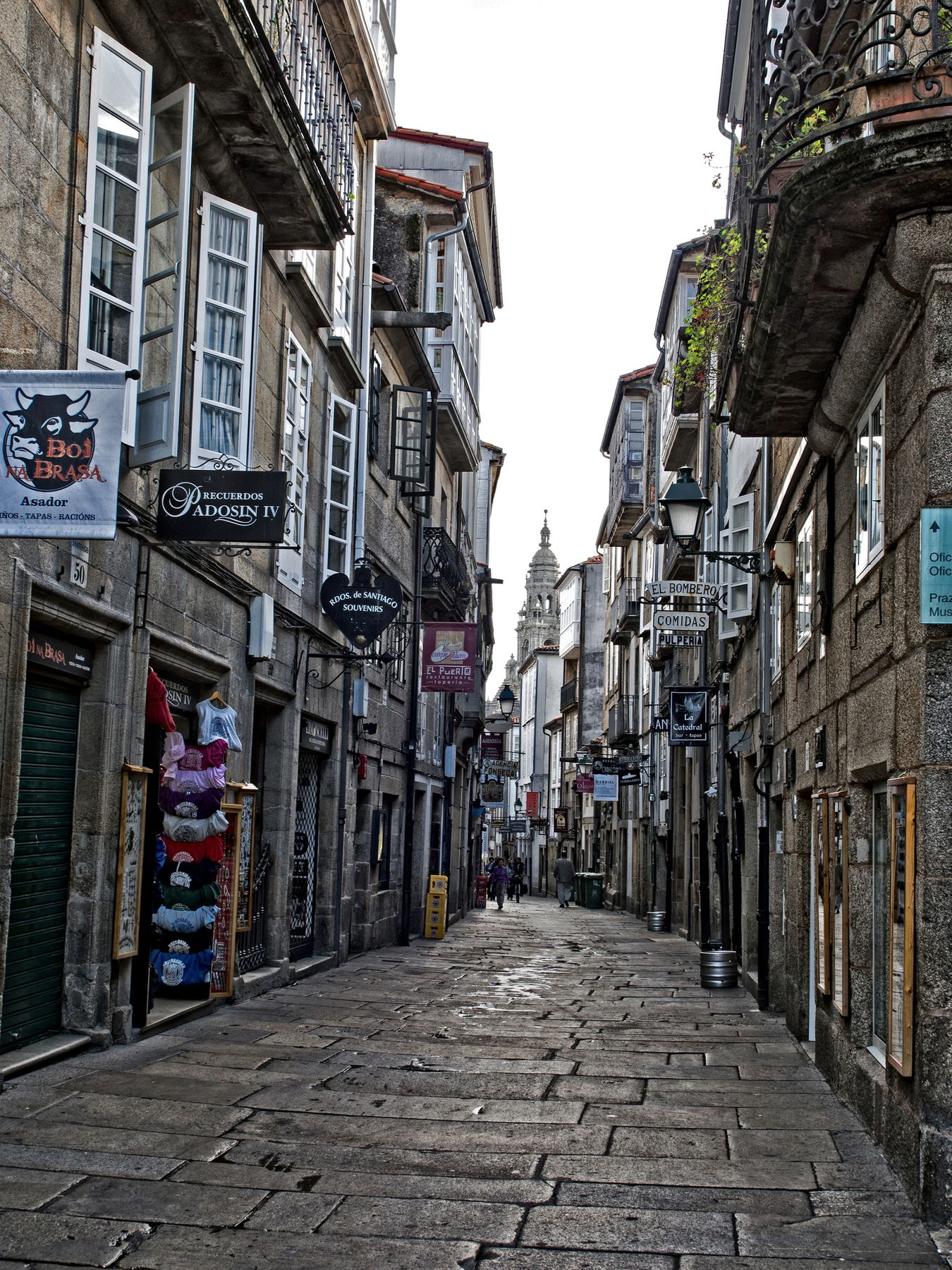 Τα στενά της παλιάς πόλης στο Σαντιαγο ντε Κομποστέλα.