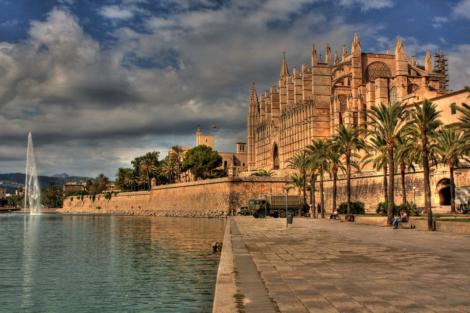 The imposing Cathedral de Mallorca, one of the top attractions in Palma