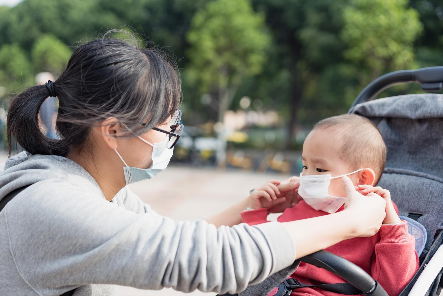 Auch Kinder müssen eine Gesichtsmaske zum Schutz tragen