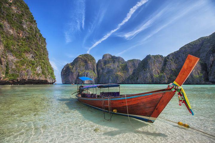"""Η διάσημη Maya Beach απ' το φιλμ """"Η Παραλία"""" με τον Λεονάρντο Ντι Κάπριο είναι απ' τα εξωτικά ημερήσια ταξίδια που θα κάνετε στο Πουκέτ"""