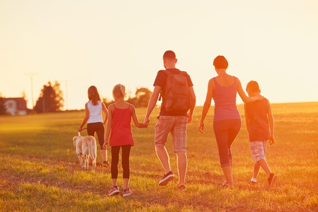 Πενταμελής οικογένεια σε διακοπές